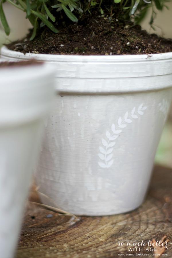 Laurel wreath / French glazed plant pots via somuchbetterwithage.com