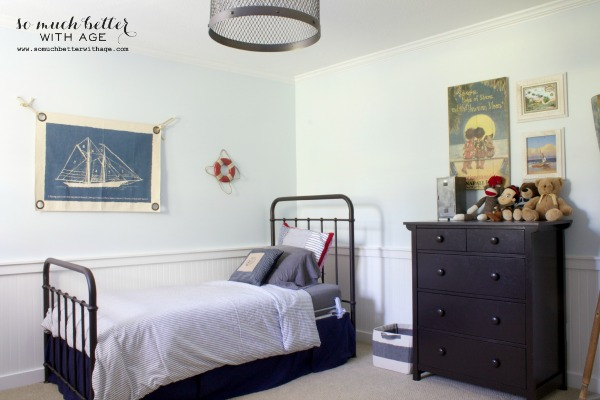 Boy's beauty bedroom