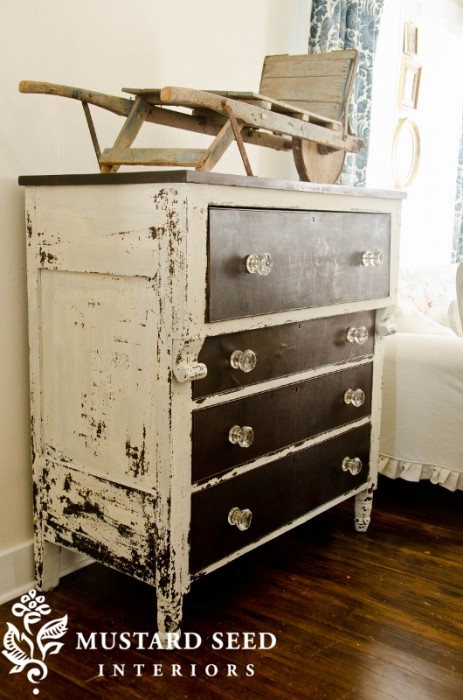 10 Heavily Distressed Chippy Furniture Pieces