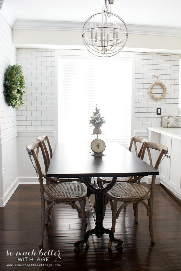 Christmas details in kitchen eating area | somuchbetterwithage.com