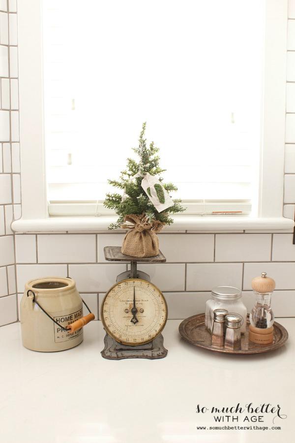 Christmas vignette in the kitchen   somuchbetterwithage.com