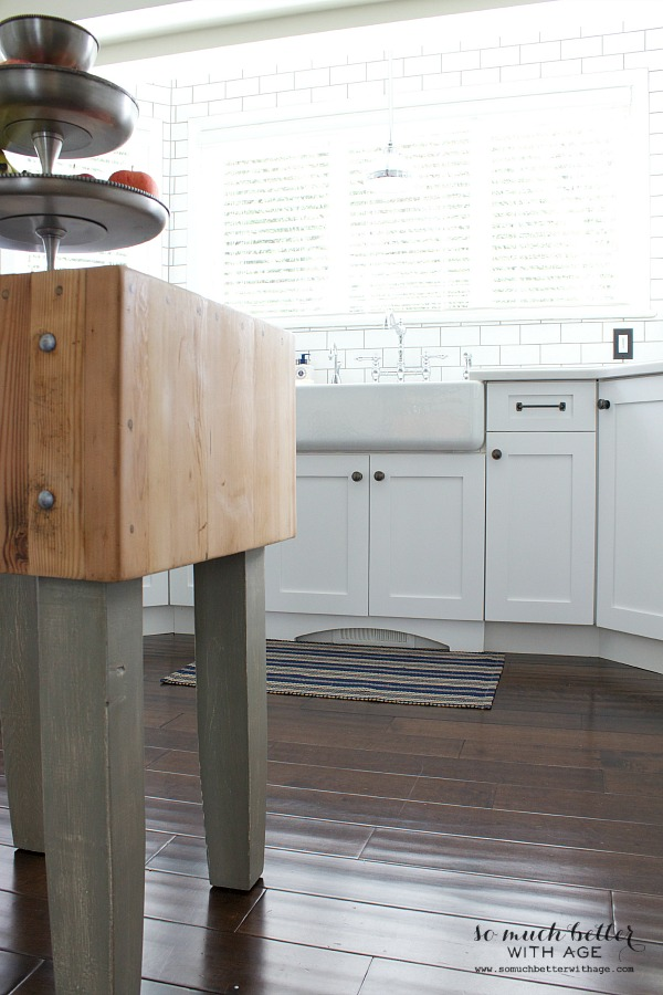 butcher block island / ndustrial Vintage French kitchen | somuchbetterwithage.com