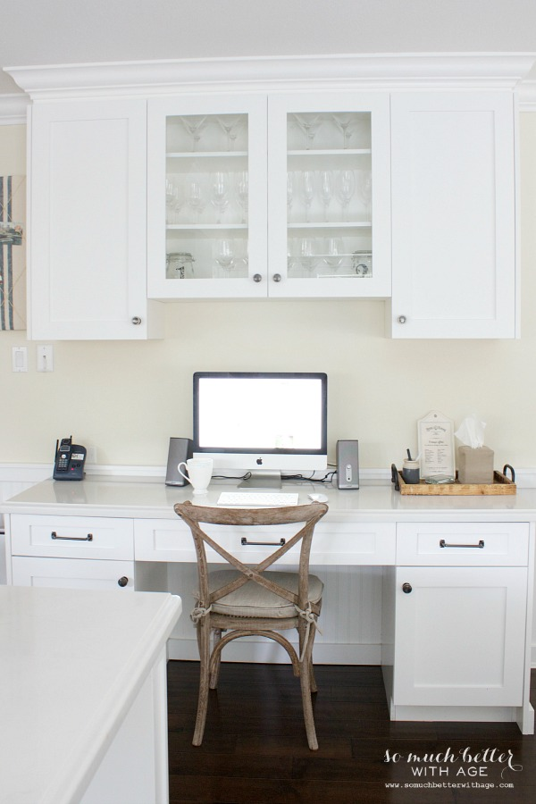 kitchen office / Industrial Vintage French kitchen | somuchbetterwithage.com