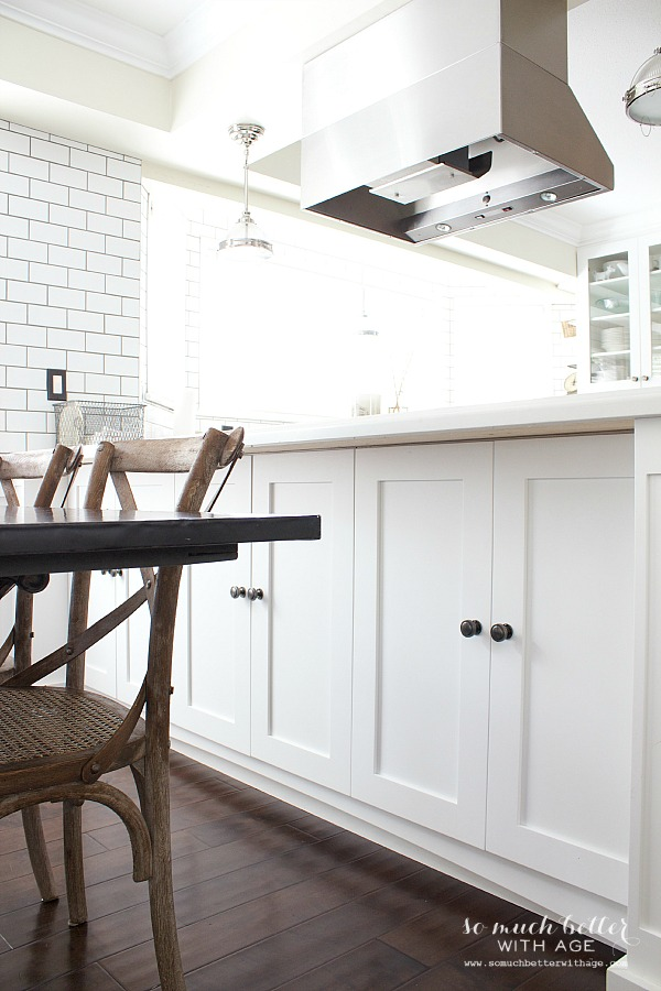 white cupboards / Industrial Vintage French kitchen | somuchbetterwithage.com