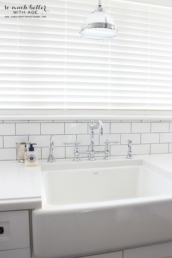 new white kitchen / Industrial Vintage French kitchen | somuchbetterwithage.com