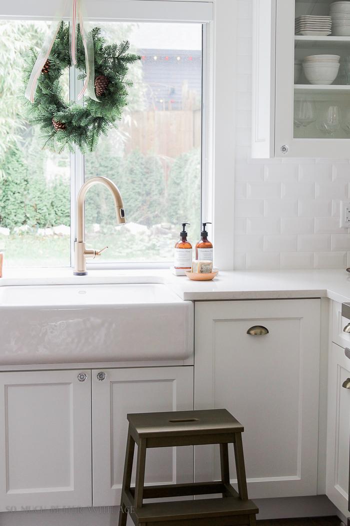 White kitchen, green wreath on window - Christmas Kitchen Tour 2016